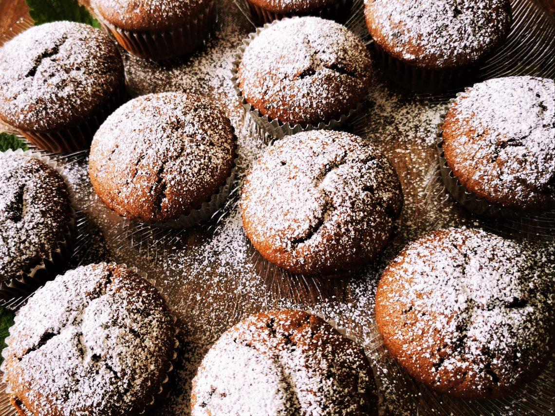 Du hast Lust auf Schokomuffins? Dann solltest du mein Rezept für Double-Chocolate-Muffins unbedingt ausprobieren. Backen ist Liebe!