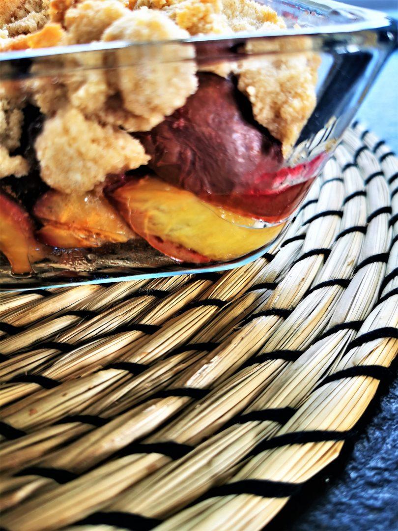 Crumble mit Zwetschgen und Streuseln aus gemahlenen Mandeln - ein einfaches Backrezept