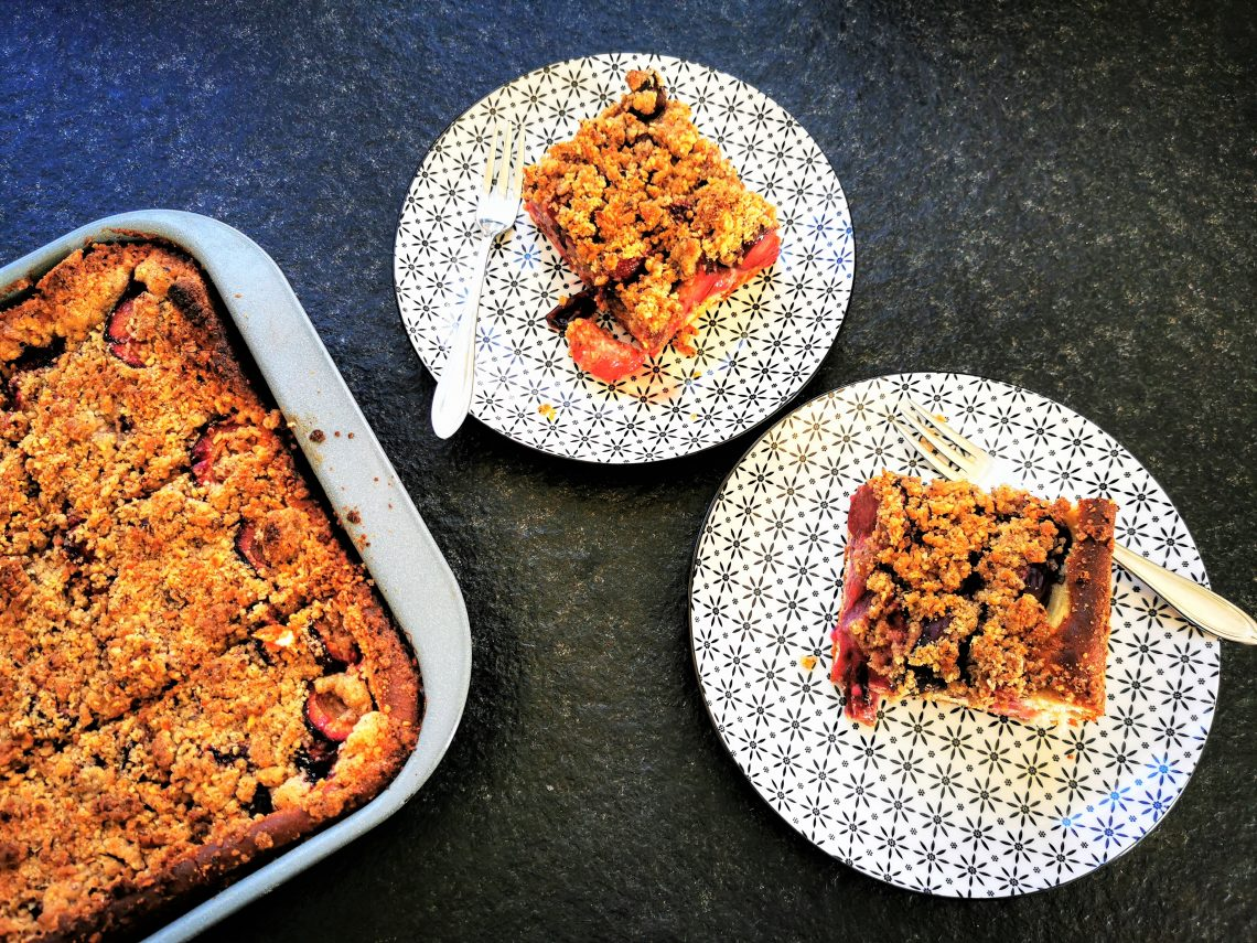 Rezept für Zwetschgendatschi mit Streuseln - ein Hefekuchen vom Blech