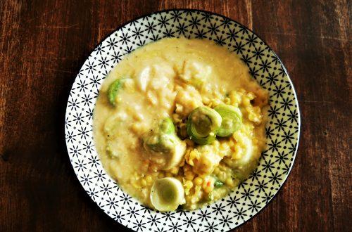 Ein tolles und einfaches Rezept für vegetarische Lauchnudeln: schnell und unkompliziert kannst du diesen cremigen Auflauf nachkochen.