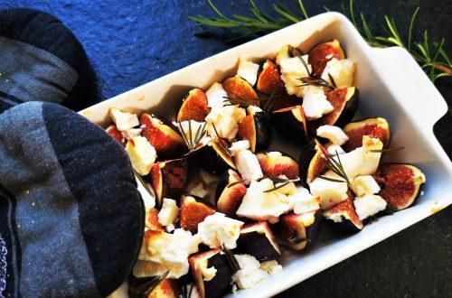 Hier findest du ein einfaches Rezept für überbackene Feigen mit Feta und Rosmarin. Einfach nachkochen und in wenigen Minuten genießen!