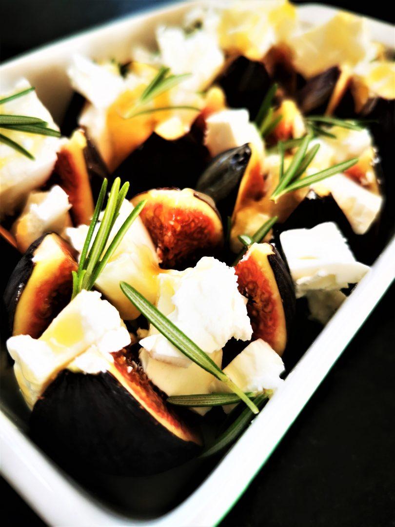 Feigen mit Feta, Honig und Rosmarin - eine schmackhafte einfache Vorspeise