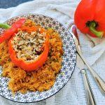 Ein bodenständiges Rezept für gefüllte Paprika mit Hack und Tomatenreis - ein One Pot Gericht. Nachkochen und genießen!