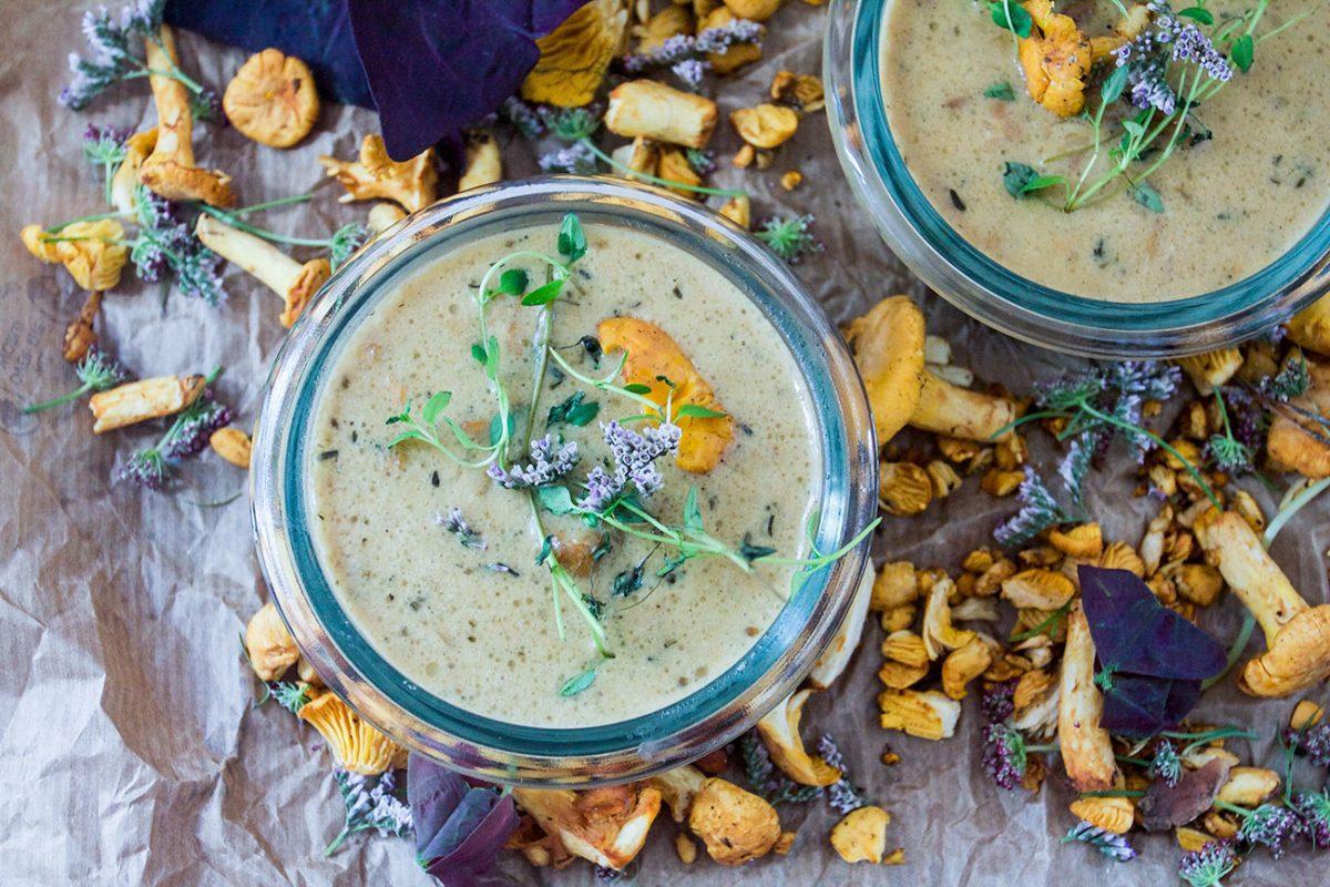 Creamy chanterelle soup