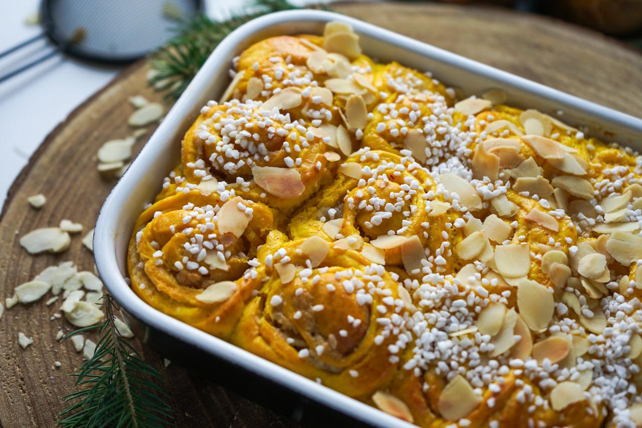saffransbullar med mandelmassa