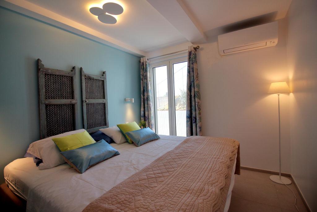 Garden bedroom kingsize double bed doors to ground floor terrace
