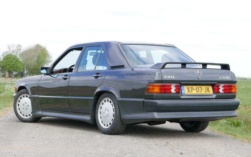 2Mercedes-Benz 190E 2.3 16v