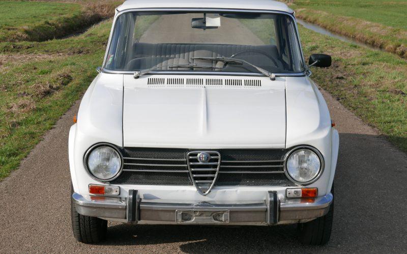 32Alfa Romeo Giulia 1300 super (4)