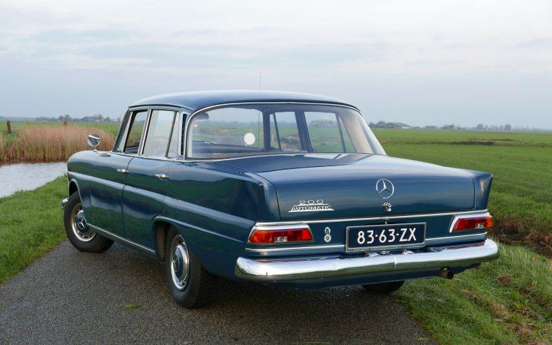 Mercedes-Benz 200 W110 Heckflosse