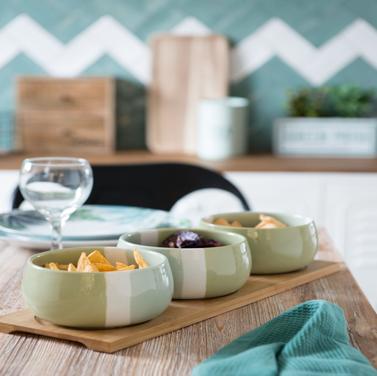 Bamboo aperitif bowl with 3 white and green earthenware bowls