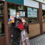 Jaime Rincón junto a Jessica Serrao, de la floristeria LatinFlower.