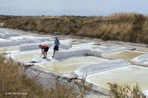 Zoutwinning van Flor de Sal van Aguamae - wellness centrum Spa Salino