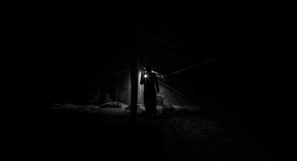 Kalter Stahl, Dunkelheit. Who am I?