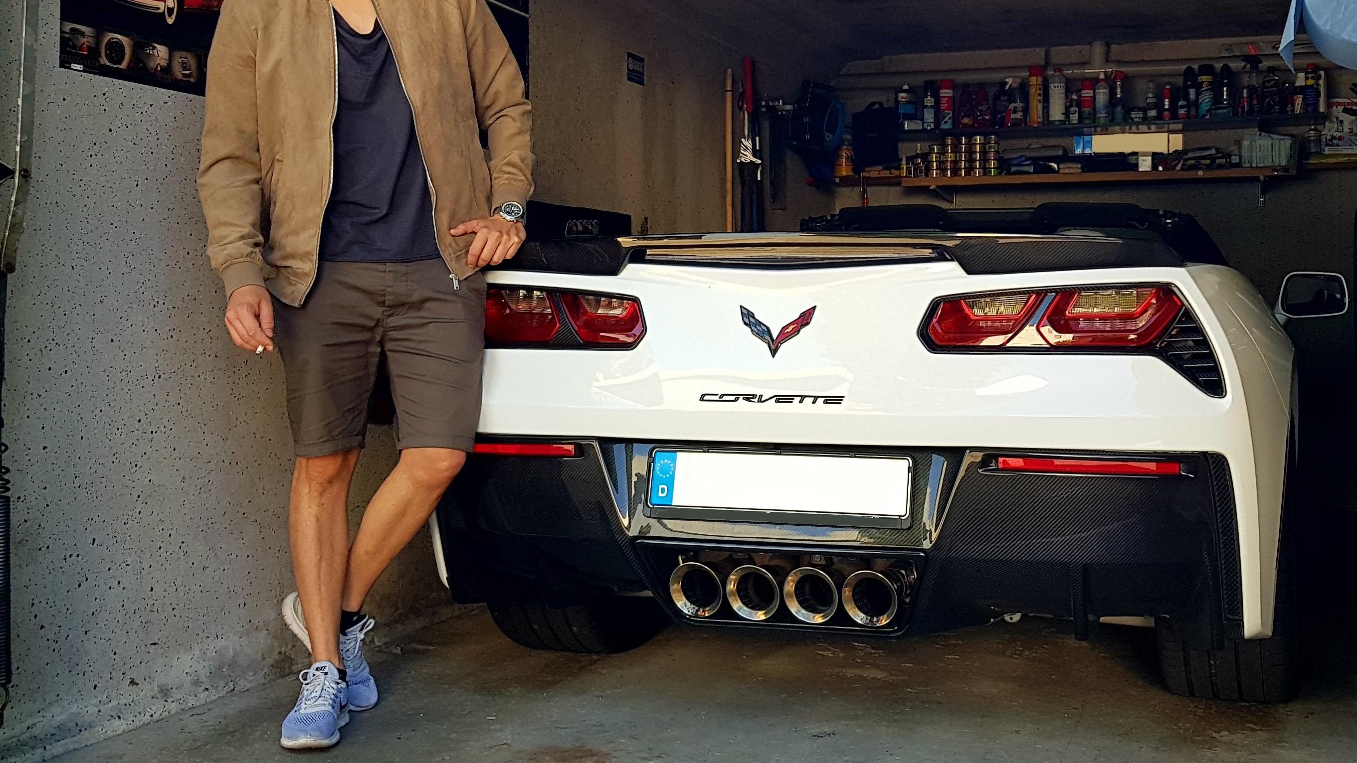 Corvette C7 in die Garage gequetscht