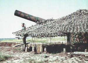 En 17 cm-kanon fotograferet ved Hanstholm i sommeren 1943. Foto: Walther Frentz. Ill. fra bogen.