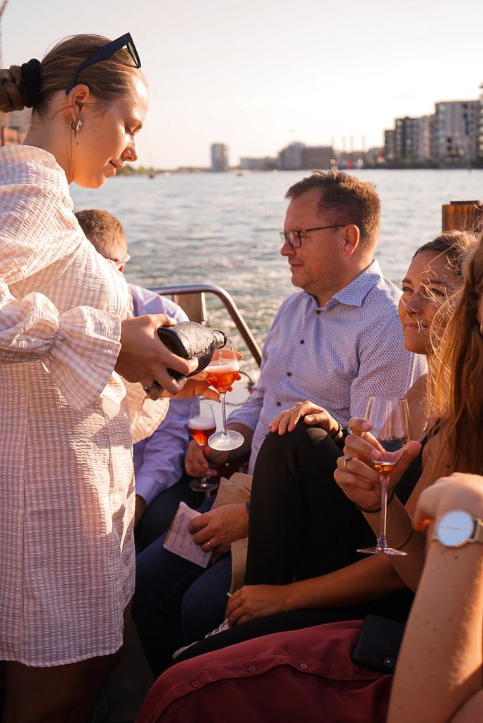 gæster, champagne cruise, pige, skænker, water, champagne