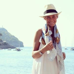 charlotte_olsson_art_design_pattern_swedishart_champagne_recyclingart_silk_exclusive_original_scarf_scarves_happycake_classic_style_theperfectgift