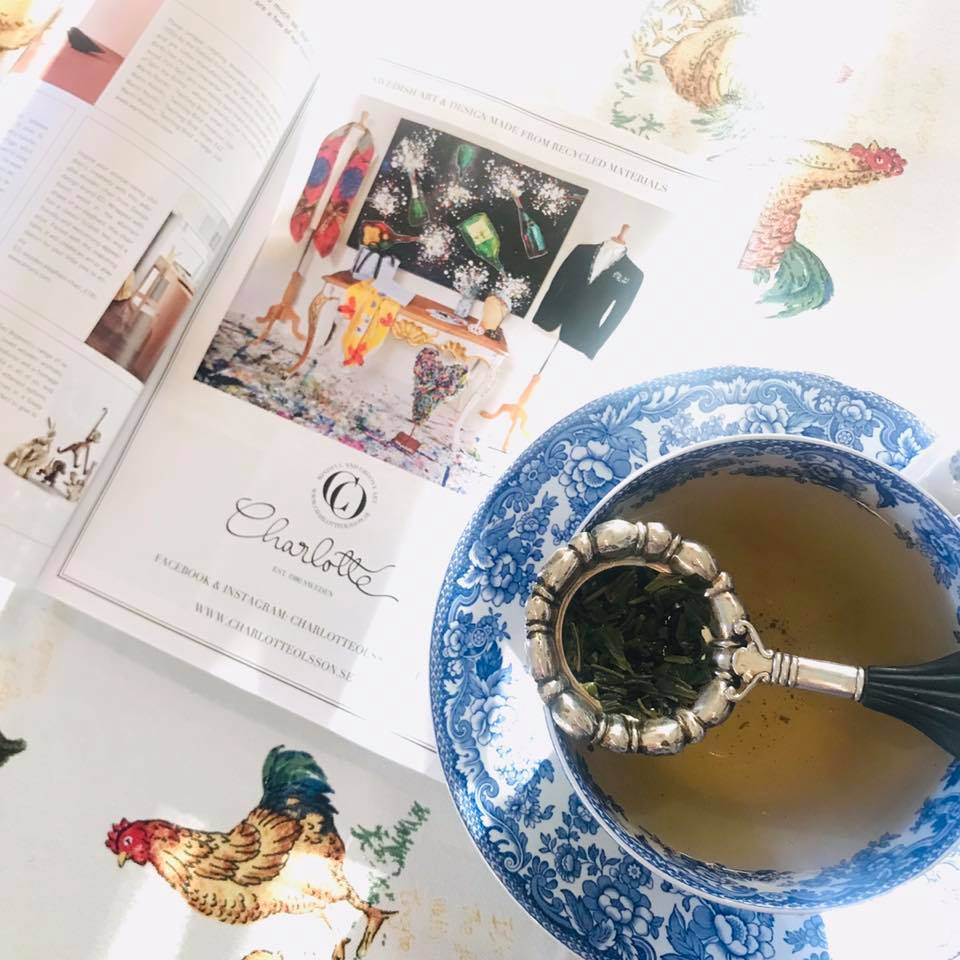 Morning sun at my breakfast table ☕️ To all you globetrotters out there.. Don't forget to look in the pocket in front of you! My very first ad is out. Page 11 in the latest issue of Scan Magazine 2019