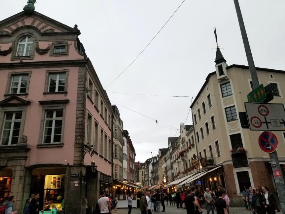 People on streets!  Ee da de da de