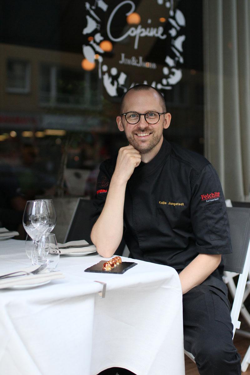 Kalle Jungstedt (aka Chef Jungstedt) utanför Restaurang Copine