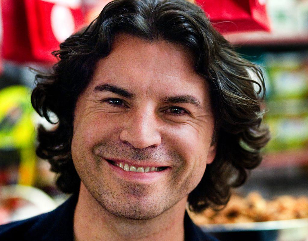 Programledaren och tv-hallŒan Jovan Radomir har gett ut kokbok om maten pŒ Balkan