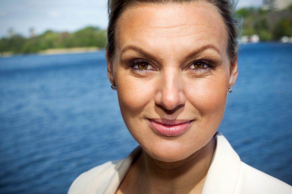 Miljö: Vi gör intervjun under en promenad i Årsta. Något som Sanna gillar att göra när hon är hem