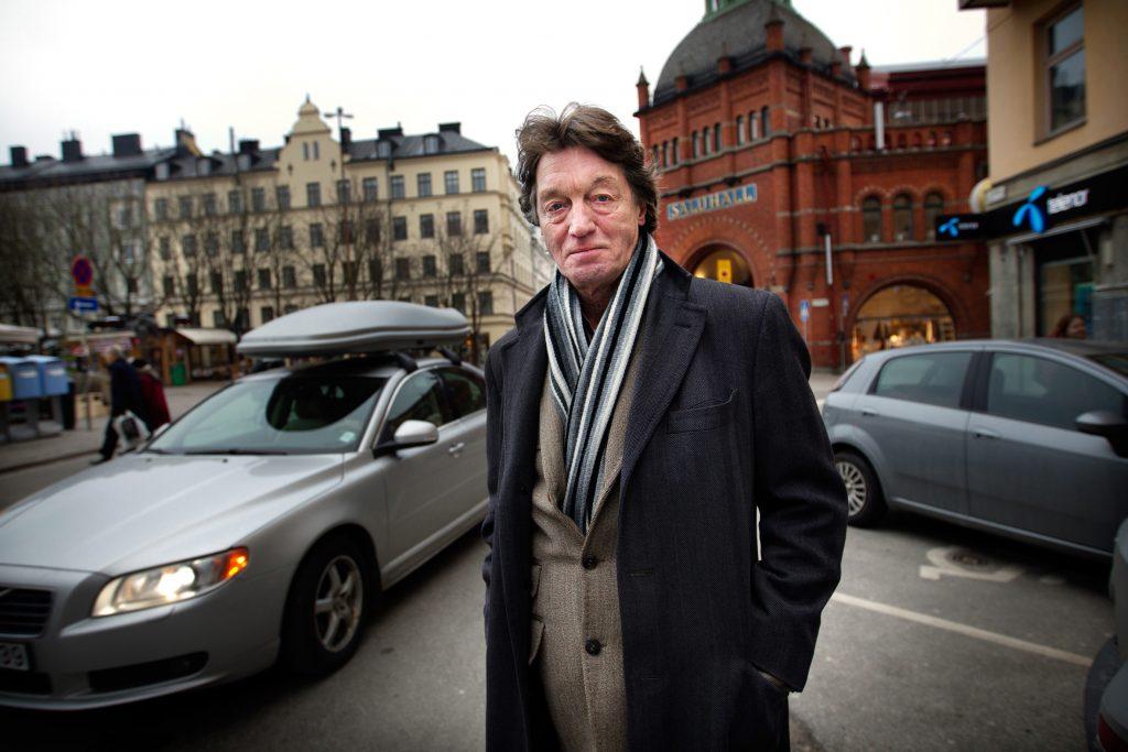 """Vinkel: Johannes Brost spelar i """"Mästerkatten i stövlar""""."""