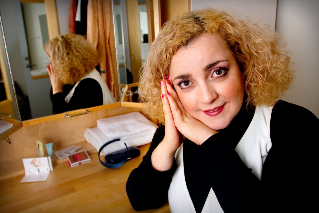 Vinkel:Ê Shima Niavarani, aktuell i tv-serien ÓAllt fallerÓ