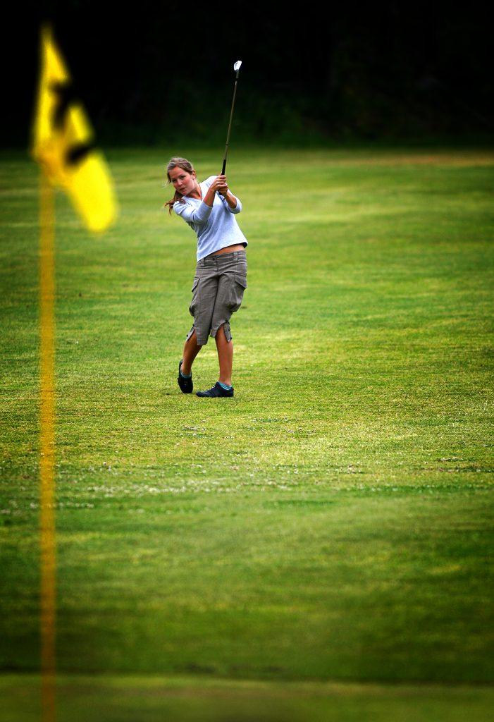 namn? *** Local Caption *** Nybörjare på att spela golf