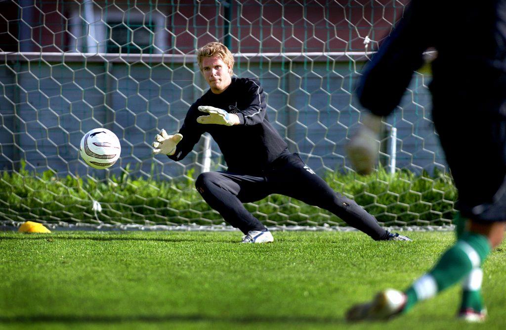 Niklas Westberg *** Local Caption *** Väsbymålvakten Niklas Westberg ser fram emot ny duell mot AIK