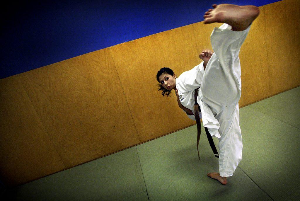 Gülsah Akdag, 19, ska tävla i VM i karate *** Local Caption *** karateträning i Torvalla sporthall