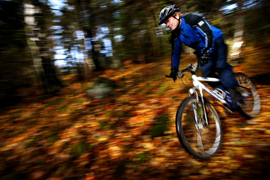 mountainbike cyklister *** Local Caption *** Mountainbikecyklister porotesterar mot reglerna för Nackareservats naturreservat