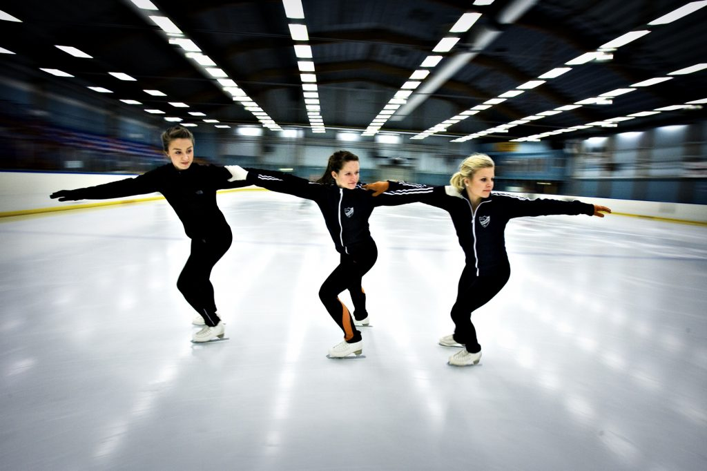 Sara Fredriksson, 17. (längst) Maja Dickman, 15 (rödhårig) Olivia Nyman, 15, (ljushårig) *** Local Caption *** Konståkningens elitserie kommer till Åkersberga, tre lokala tjejer är med.