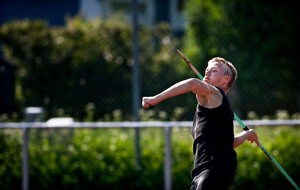 Axel Olsson Šr lika bra i friidrott som handboll, i HŠsselby friidrott behšver man inte vŠlja sport utan tillŒts dubblera