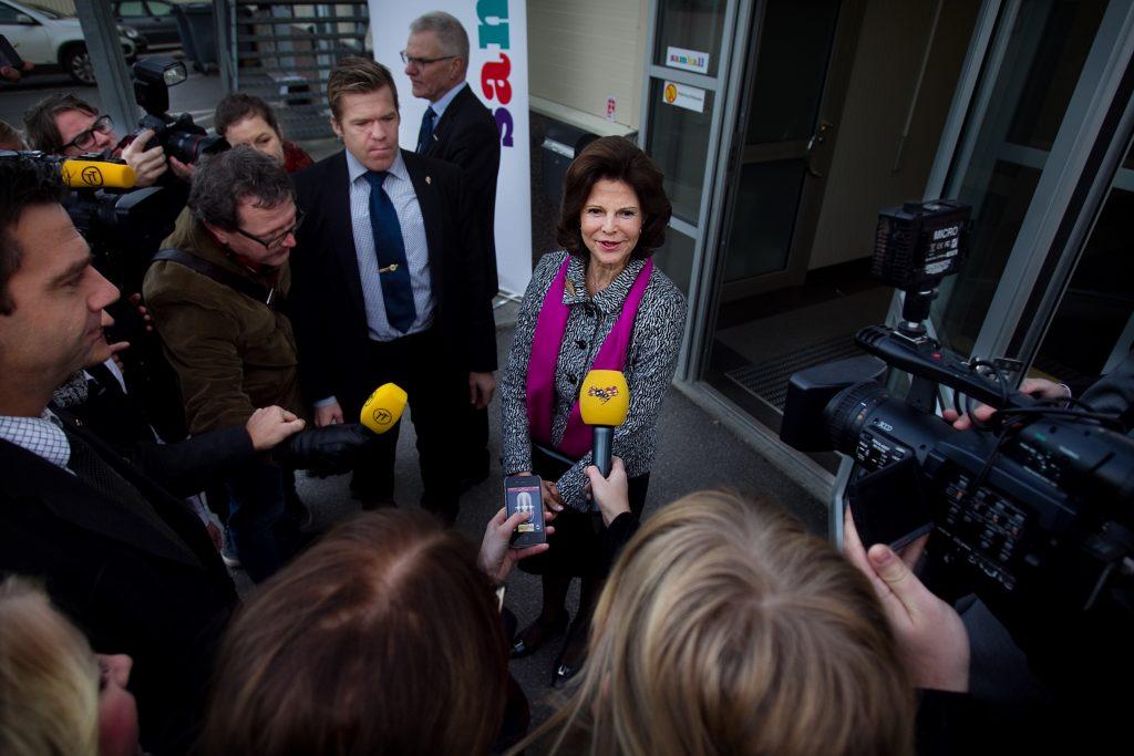 Vinkel:Ê Drottning Silvia och arbetsmarknadsministern besšker Samhall i Jordbro