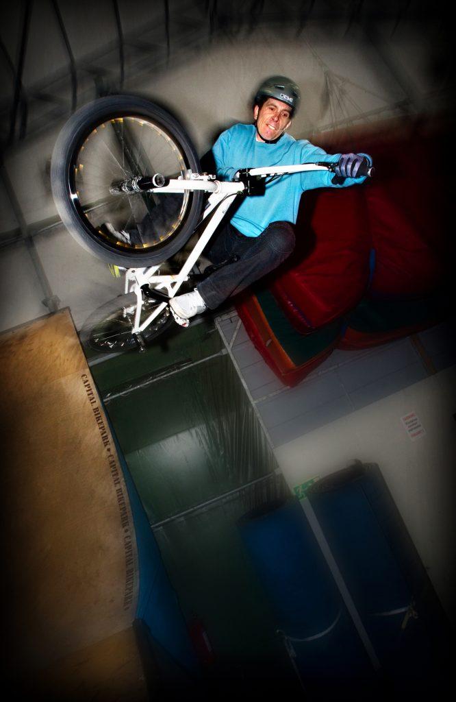 Kontaktperson:Ê Andreas LindqvistÊÊ/ BMX-proffset Andreas Lindqvist fick sitt vŠrldsrekord godkŠnt efter 12 Œr tack vare Youtube.