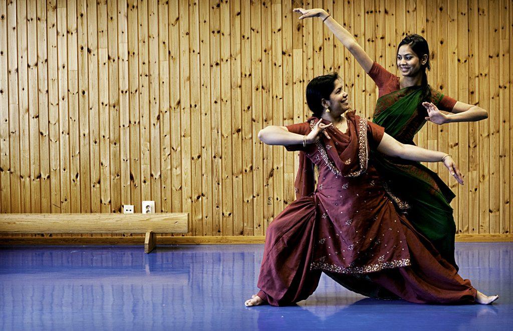 Usha Balasundaram undervisar i indisk dans i VŒrbygŒrd