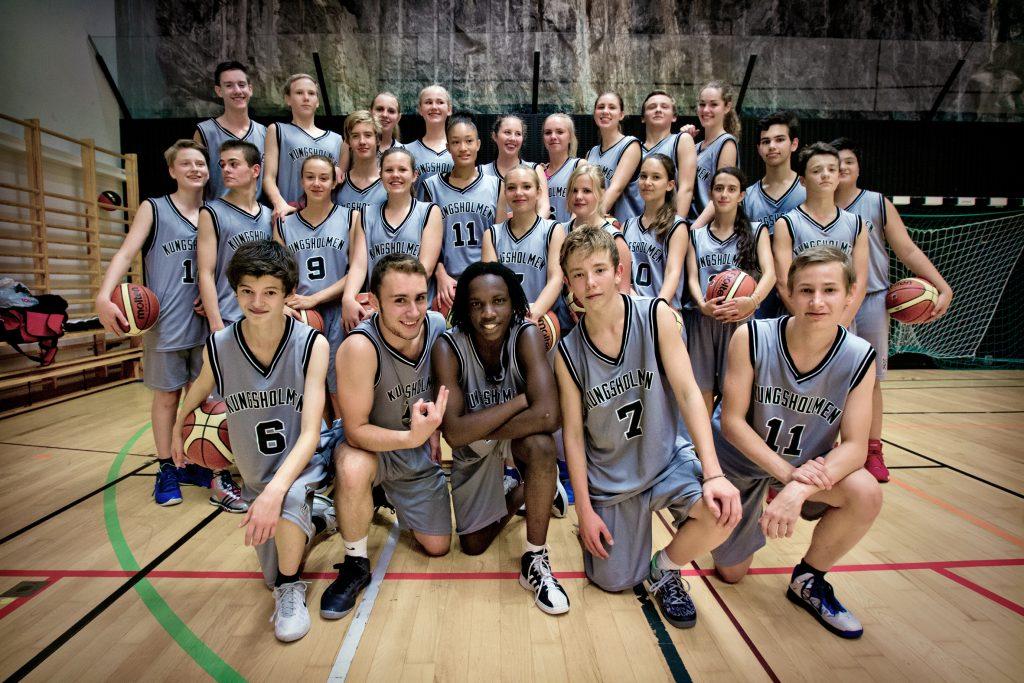 Kontaktperson:Oskar KotsalainenVinkel:Kungsholmen Basket har knoppats av från Polisen, startat ny klubb md nära 300 medlemmar.