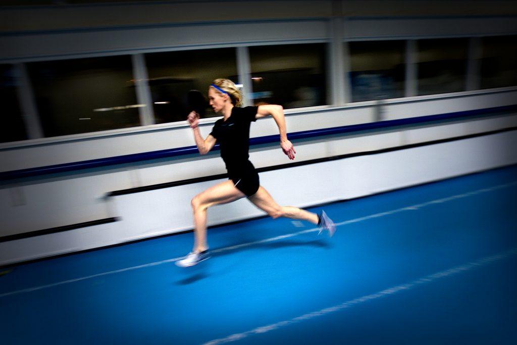 Vinkel:Ê Carlotte Schšnbeck springer 1 500 meter i EM.