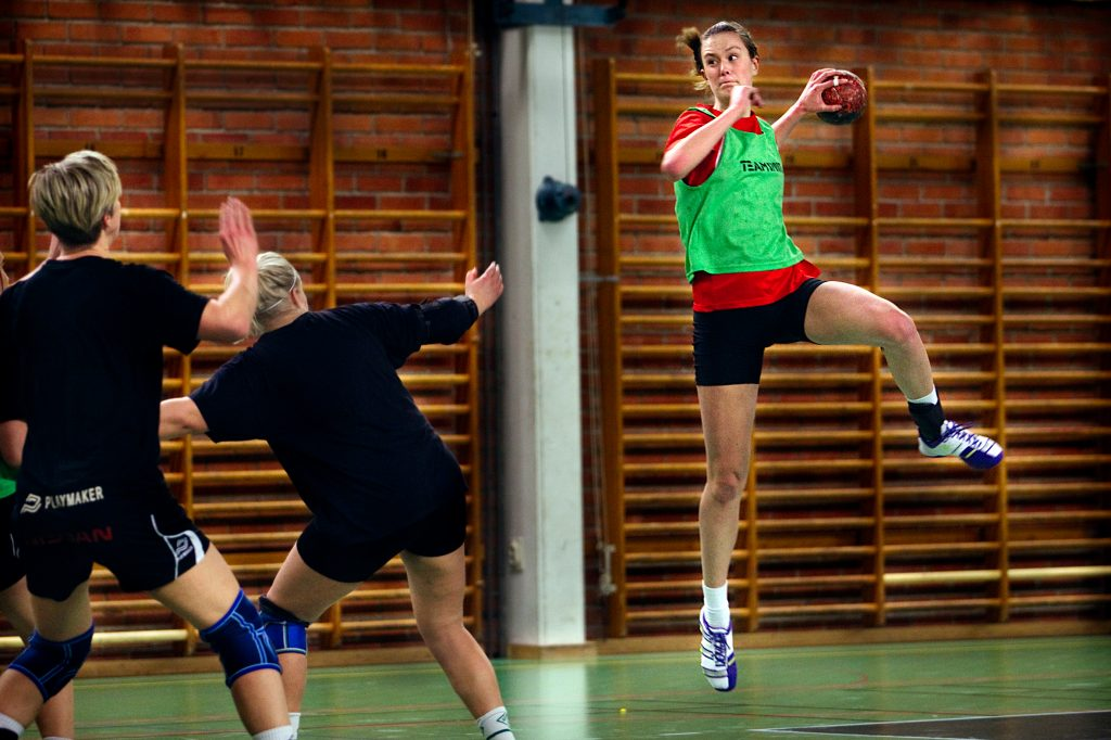 Vinkel:ÊLidingš SK:s A-flickor spelar om SM-finalplats.Miljš:ÊHandbollstrŠning. Vinkel pŒ Isabella Bengtsson.