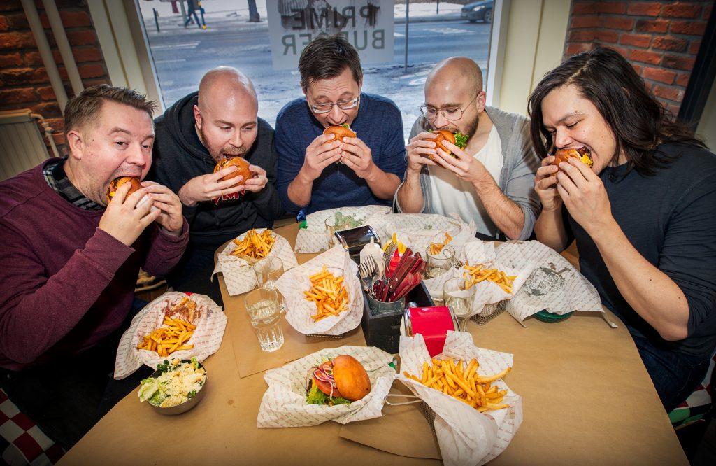Vinkel: Burgerdudes reser jorden runt i jakten på den perfekta burgaren