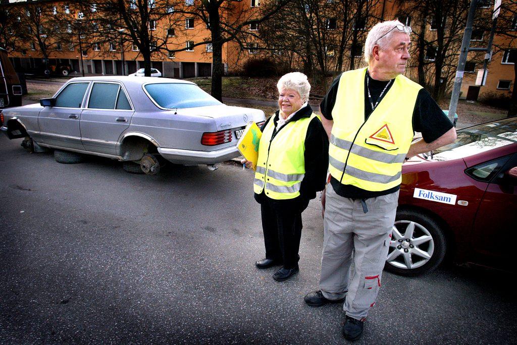 Gunnar Östberg *** Local Caption *** Grannstödajare åker runt i bil och håller koll på brottsligheten