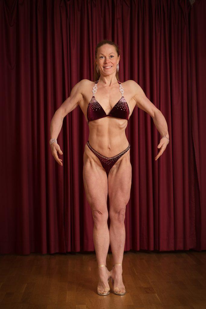 Sarah-Ida Nyström är tvåbarns mamma coh för två och ett halv år sedan var hon helt otränad. I dag tävlar hon Bikini fitness.