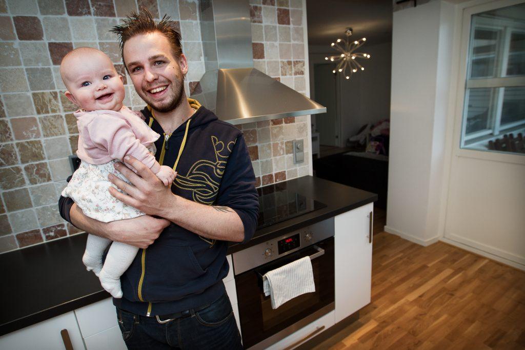 TäbyKontaktperson: Emil NordrupVinkel: OBS FYR-ETTA! Rekorddyra bostäder leder till het marknad för säljarna i TäbyMiljö: Hemma hos Emil som nyligen gjort en bra försäljnin