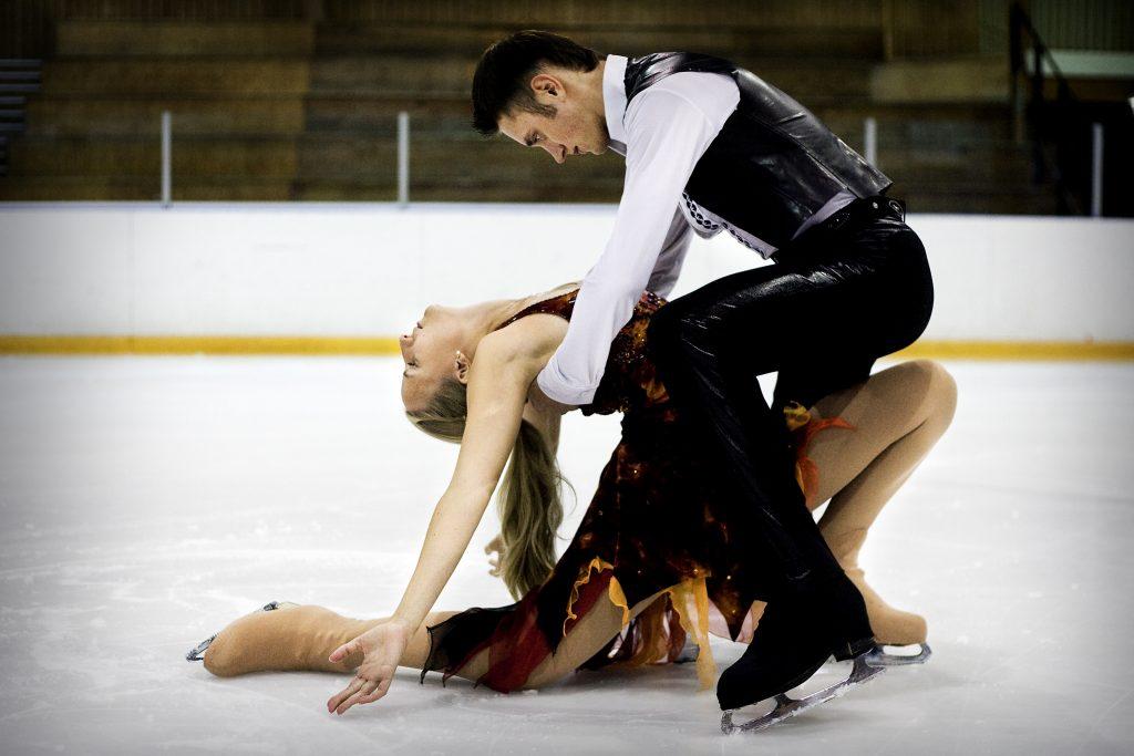 Tess-Angelica Oldelius  *** Local Caption *** Tess-Angelica Oldelius isdansar med ryskt äss (Denis Smirnov). Målet är VM