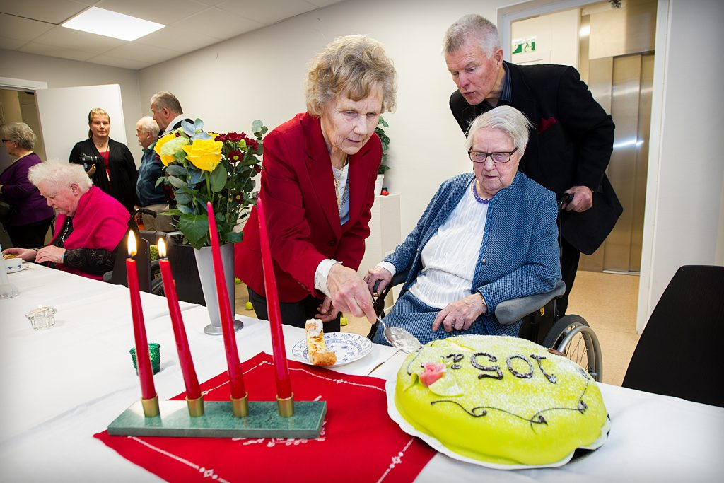 Vinkel: Mia fyller 105 och vi får vara med och fira. Jag och Stefan har gjort en film med Mia som fick stor spridning.