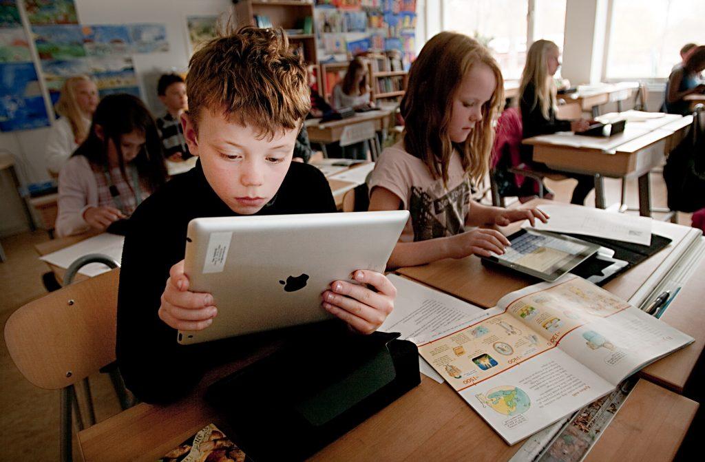 Runbyskolan Šr en av de fšrsta skolorna i landet med Ipad 2 i undervisn2 i undervisningen.