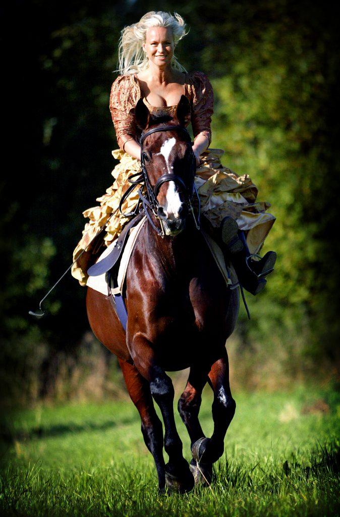 Eva Eternell-Hagen är enda svenskan i levade Noble horse gala *** Local Caption *** Eva Eternell-Hagen