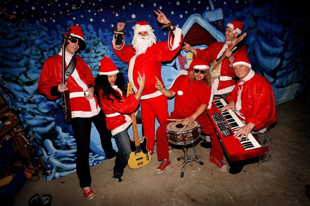 Tomterockers *** Local Caption *** Tomterockers från Sollentuna gör julcovers på gamla hårdrockslåter.