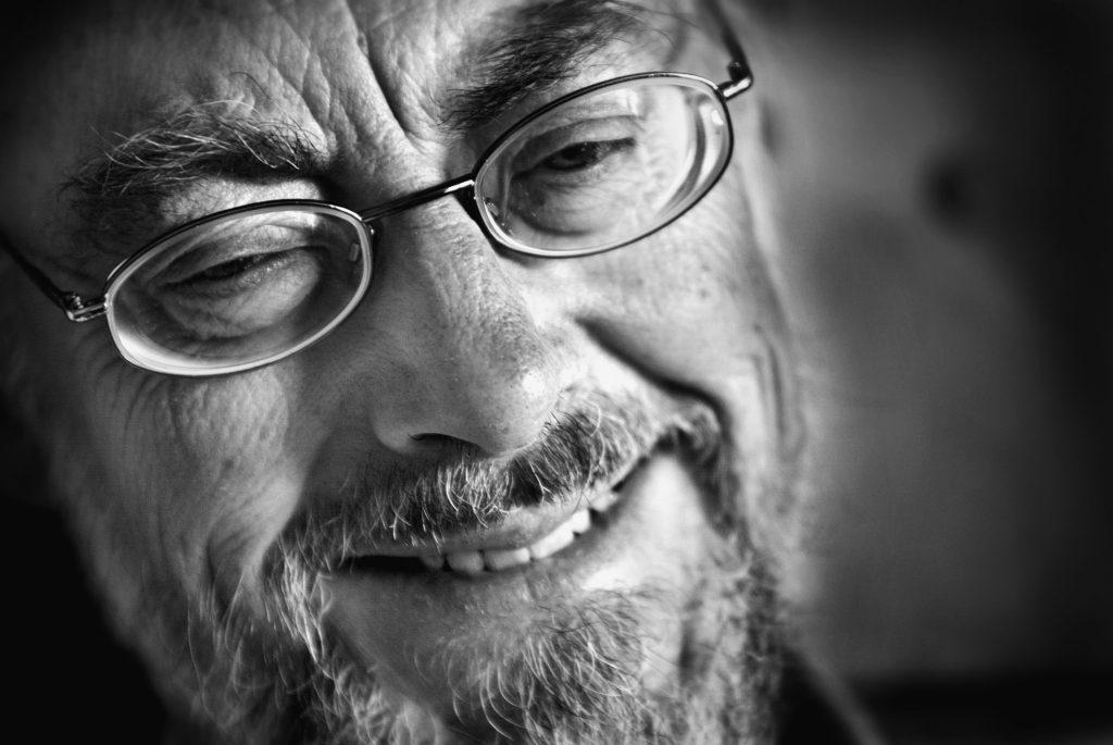 Porträtt på setablerad författare och lyriker som skrivit en fosad barndomsskildring om sin uppväxt *** Local Caption *** Björn Håkanson